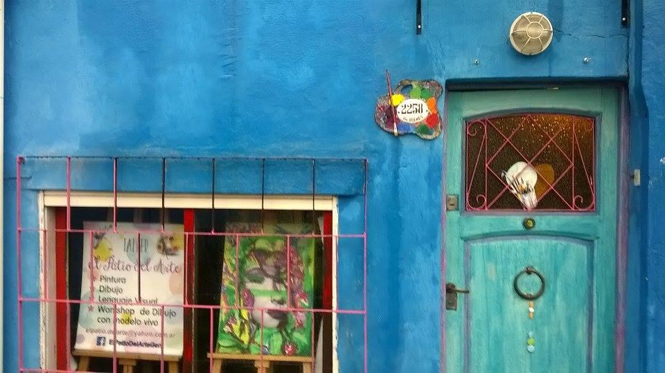 vista del taller desde la calle.  acceso - El Patio del Arte