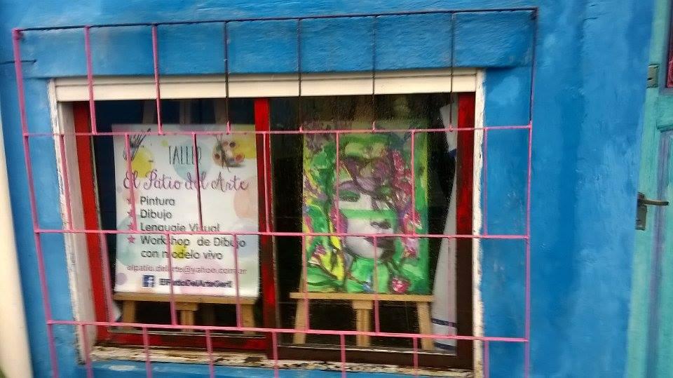 vista del taller desde la calle. ventana frente - El Patio del Arte