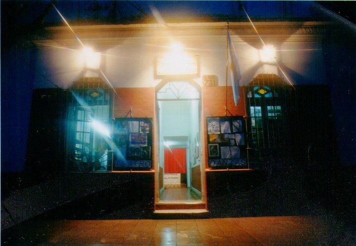 Foto de puerta de la biblioteca veladas - Sala de Teatro dentro de la Biblioteca Popular Veladas de Estudio Después del Trabajo