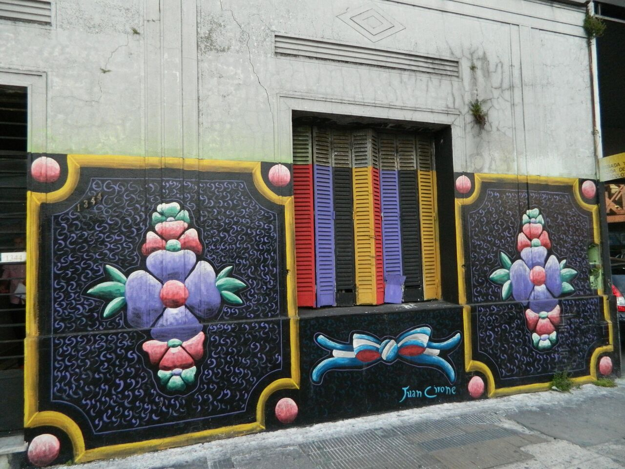 Flores - Mural en Av. Mitre al 1300