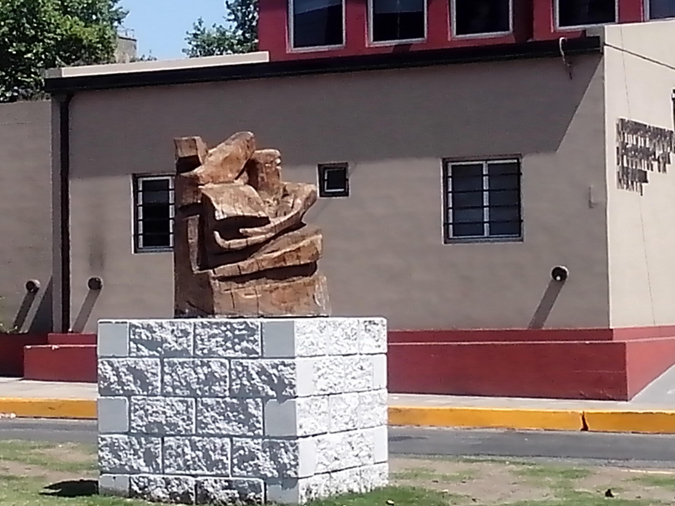 - Escultura en Plaza Lolita Torres