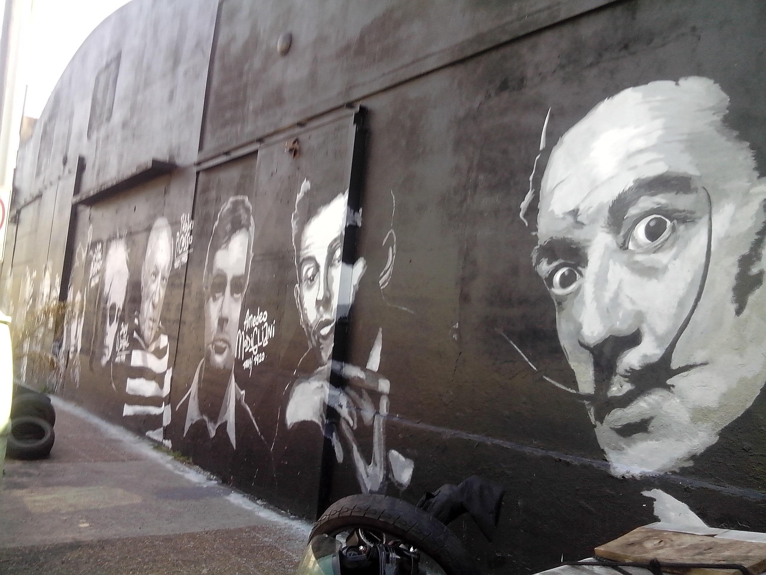 - Mural sobre pintores internacionales en Av. Belgrano al 1100