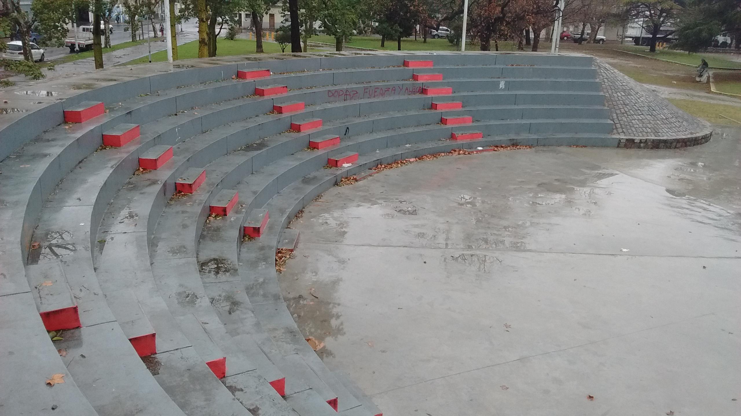 Anfiteatro de la plaza Gral San Martín 2 - Festival que realiza el Centro Cultural Nueva Esperanza