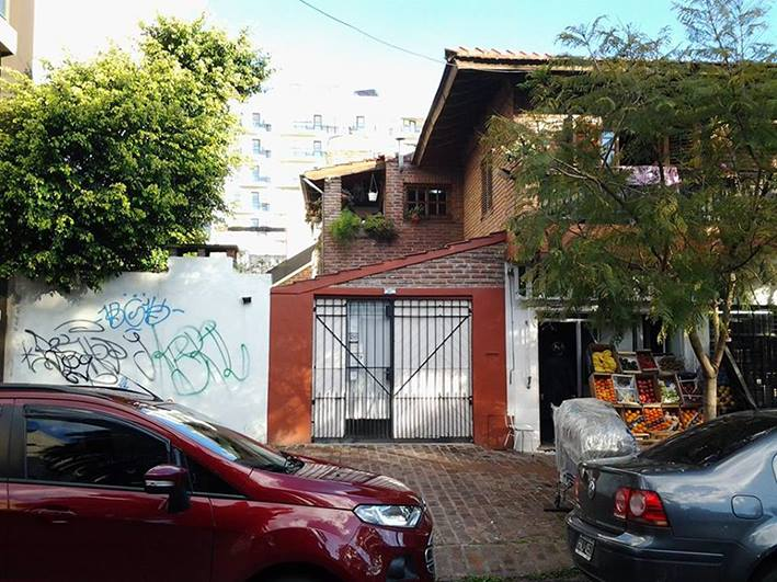 vista del taller desde la calle. segundo acceso - Atelier de Horacio Cabezuelo