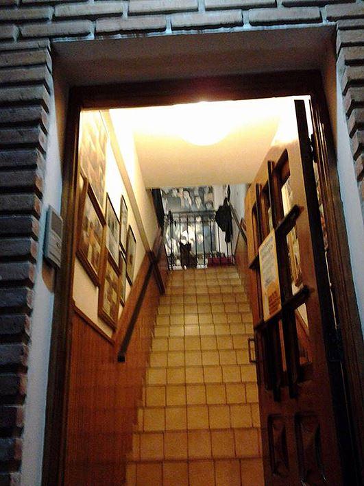 acceso por escalera  - Atelier de Horacio Cabezuelo