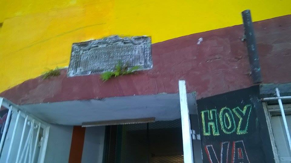 placa recordatoria. frente del centro cultural - Centro Cultural Patas Arriba
