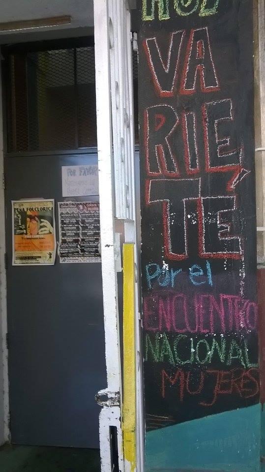 comunicación en lateral. puerta de acceso - Centro Cultural Patas Arriba