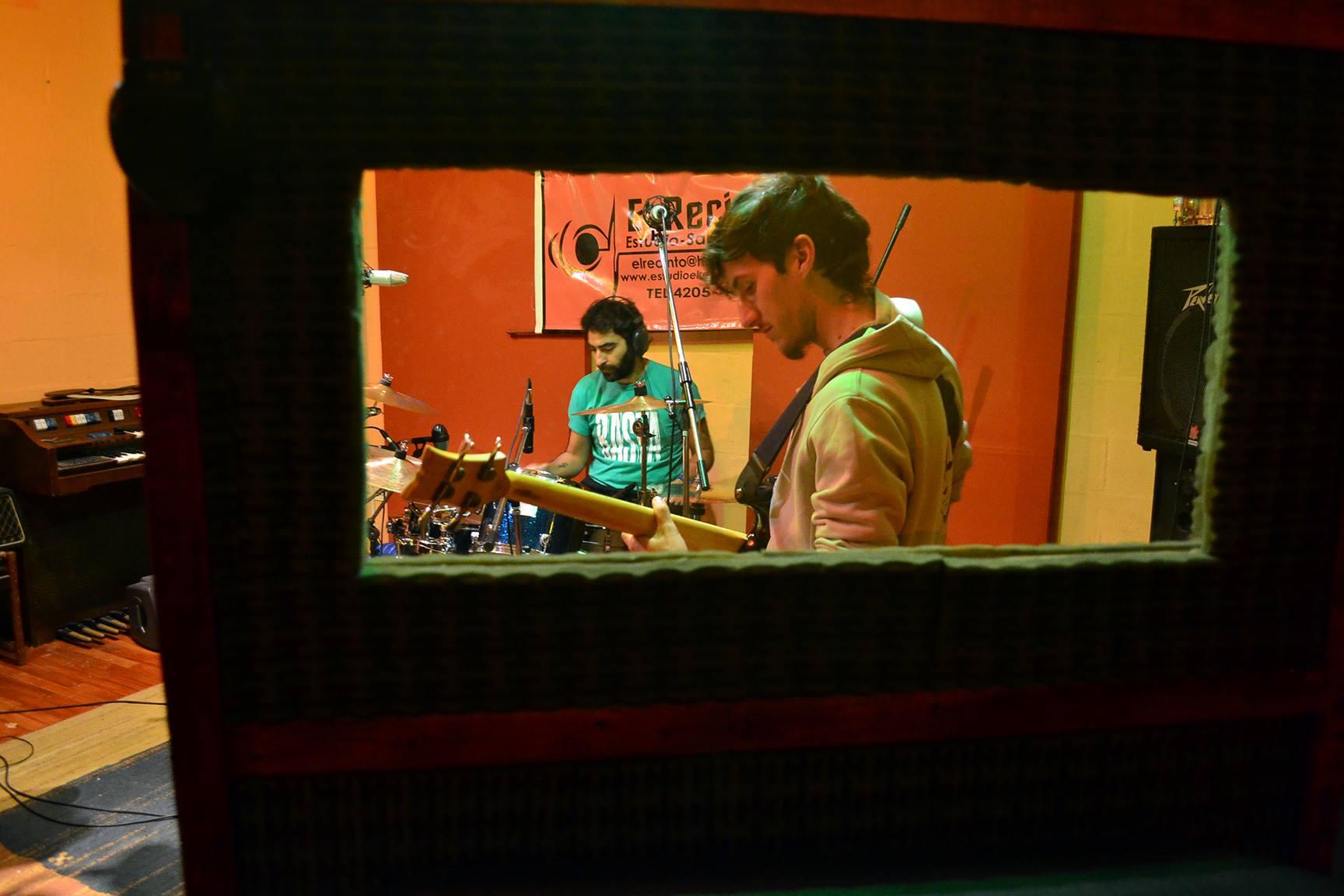 músicos grabando - El Recinto