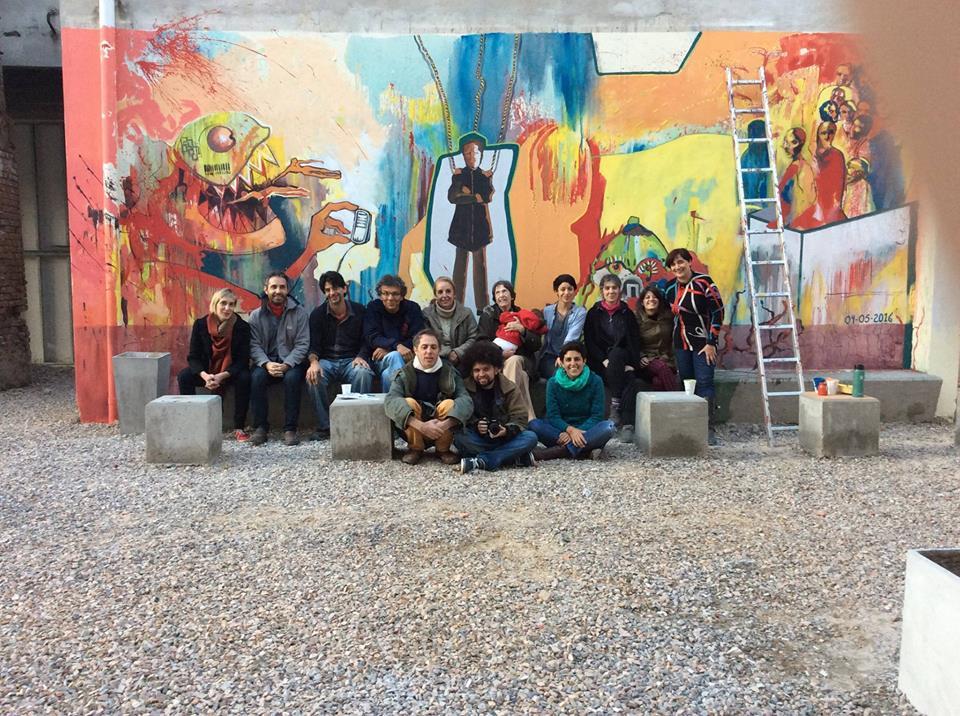 equipo de trabajo. mural finalizado - Mural Jornadas de Estética y Pensamiento Descolonial en la UNDAV