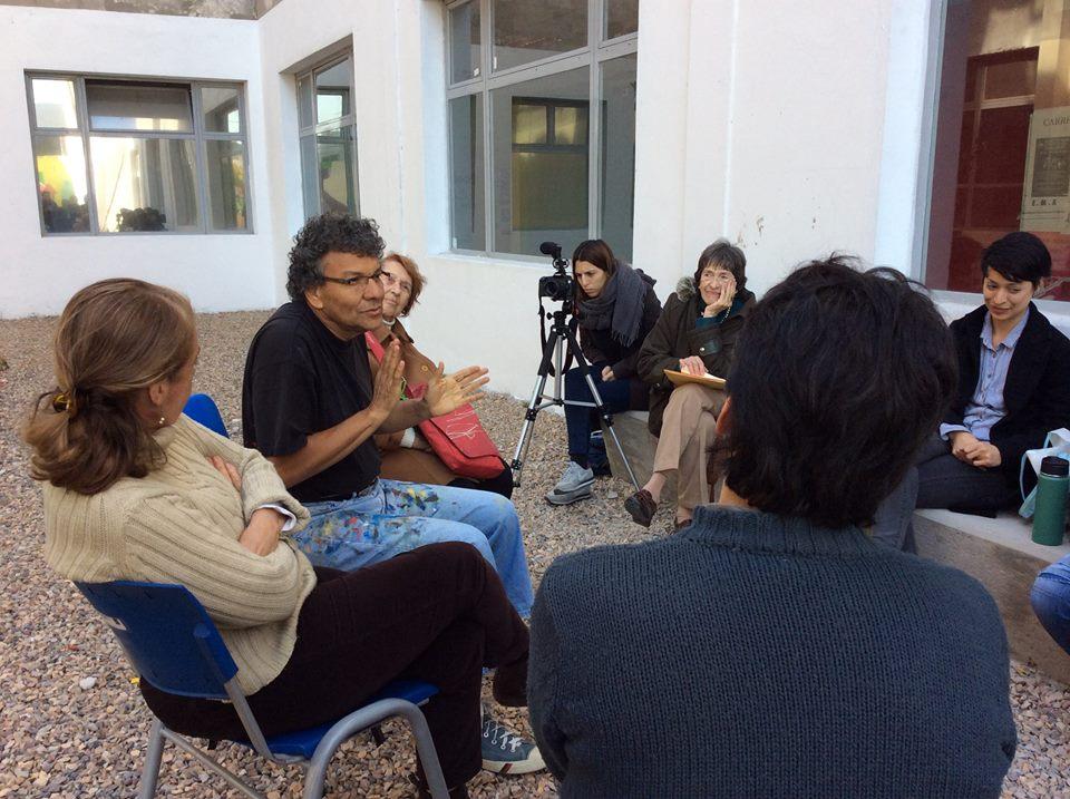 conversatorio previo a la producción del mural - Mural Jornadas de Estética y Pensamiento Descolonial en la UNDAV