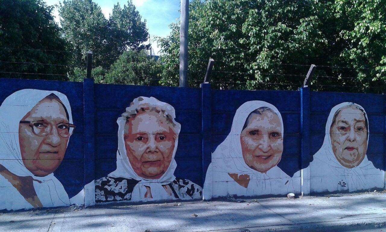 Mural en homenaje a las Madres de Plaza de Mayo 1 - Mural en homenaje a las Madres de Plaza de Mayo