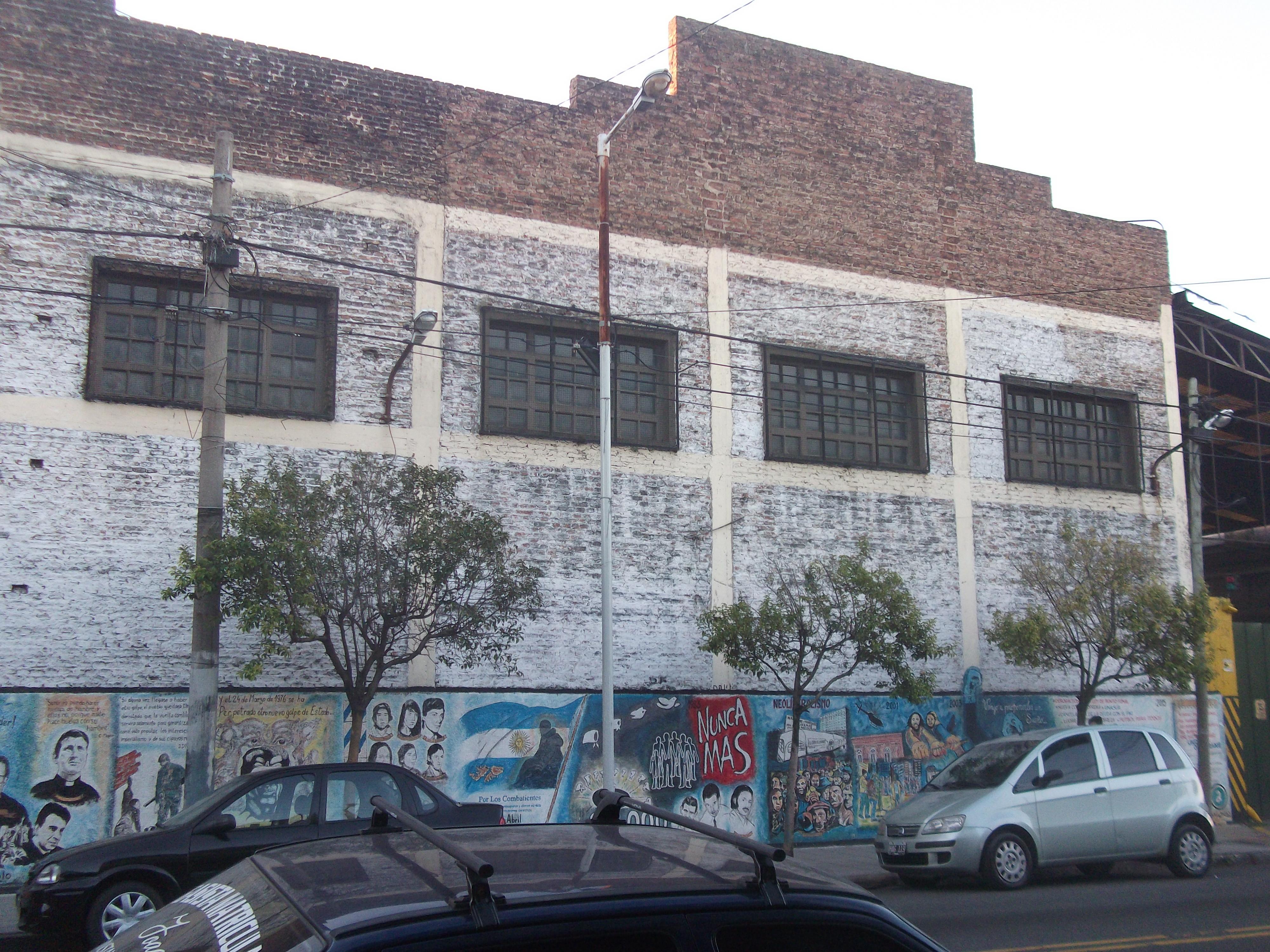 Mural desde vereda de enfrente - Mural en Av. Gral. Lacarra al 1500